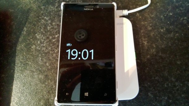 Official Lumia 925 Charge Case Required